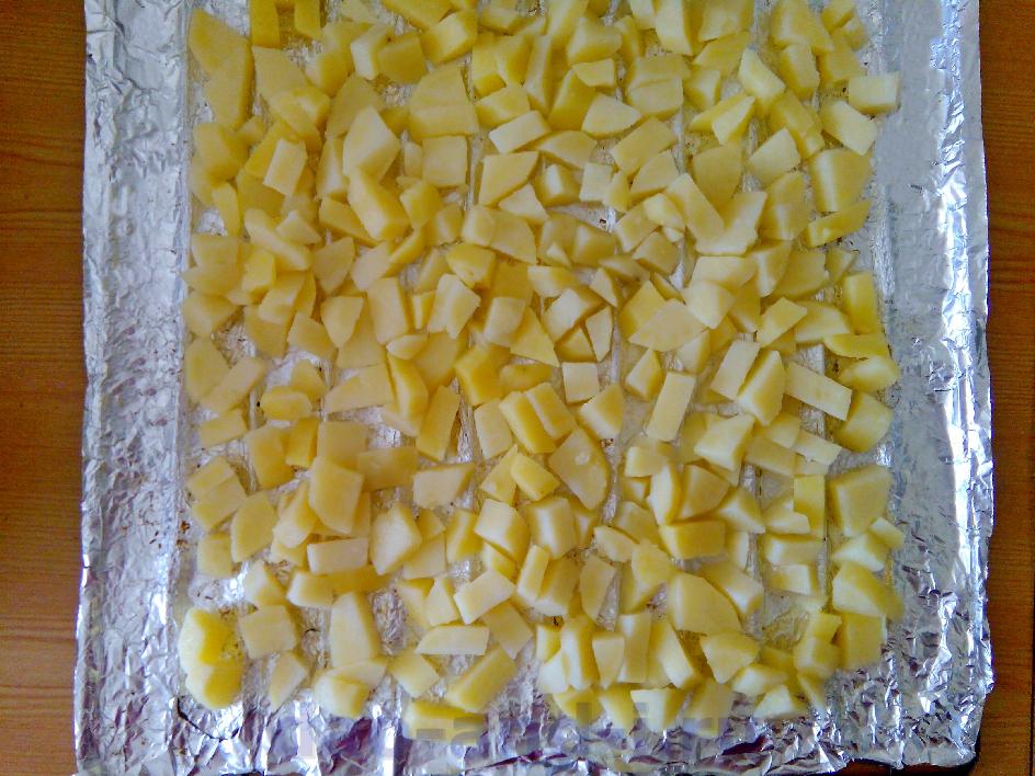 Распределяем картофель в один слой