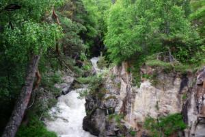 Гара-Аузусу в узкой расщелине