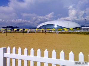 Волейбольная площадка на песчаном пляже в Адлере