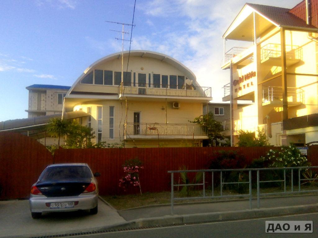 Фасад отеля Золотая Нива