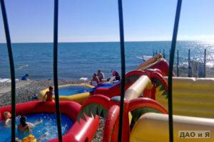 Горки на детском пляже в Адлере