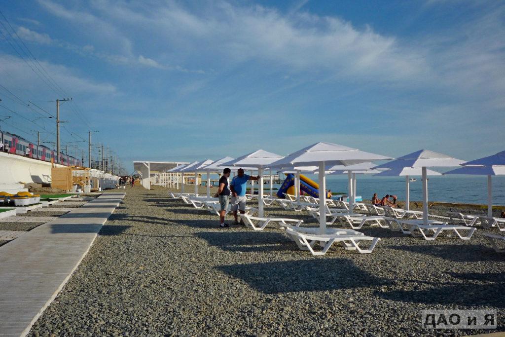 Пляж в районе переулка Лазурный