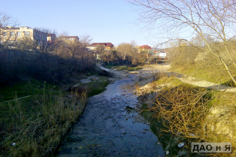 Река Тешебс в центре поселка