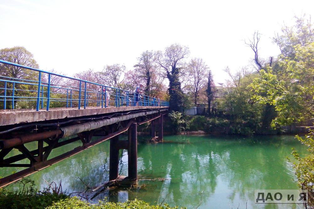 Первый пешеходный мост через реку Вулан