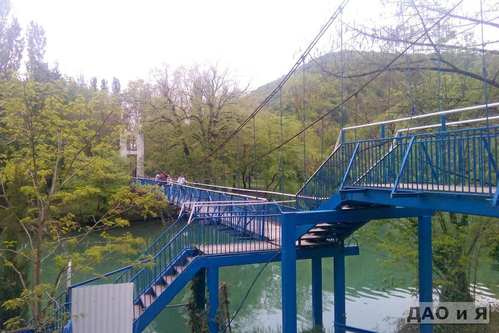 Мост от санатория к парку