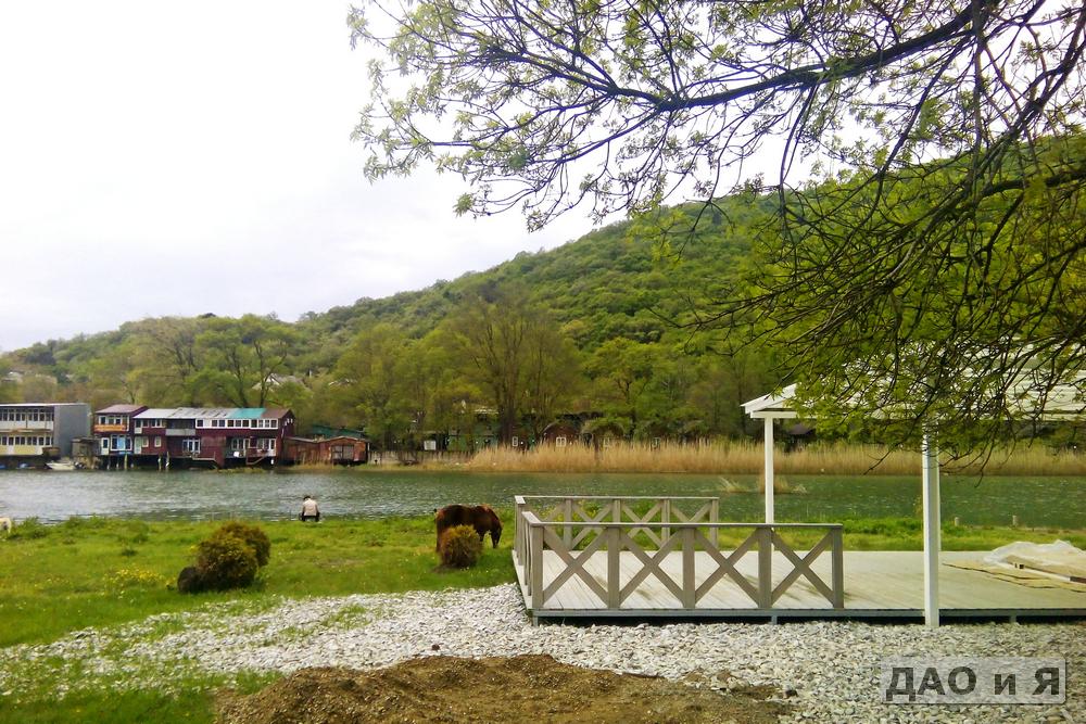 На берегу реки Вулан