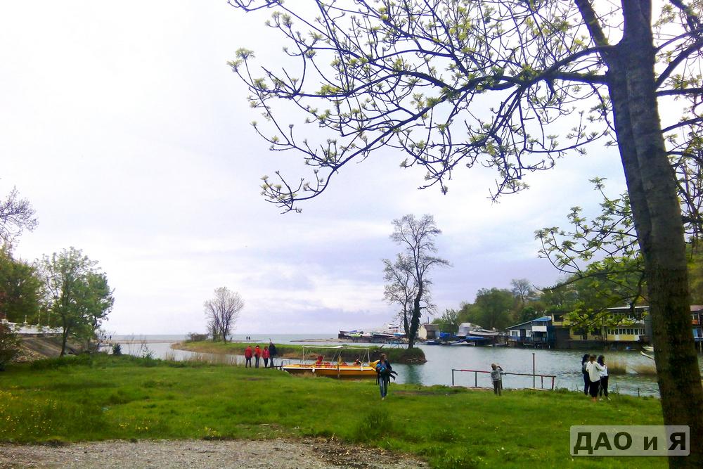 Море, река Вулан и лодка