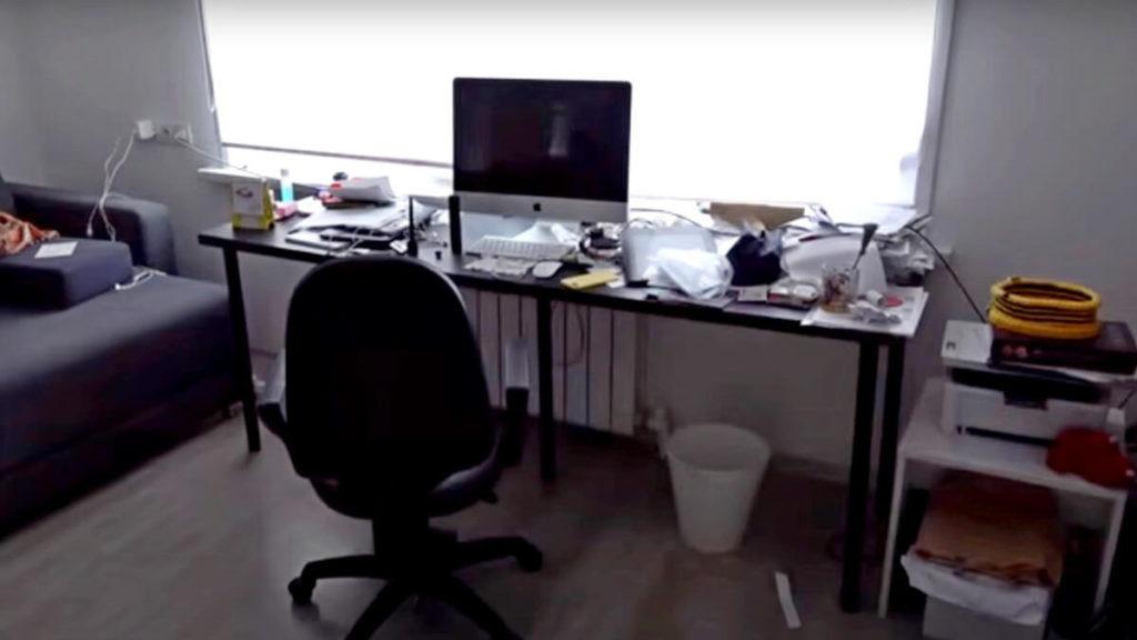 Стол за которым работает дизайнер